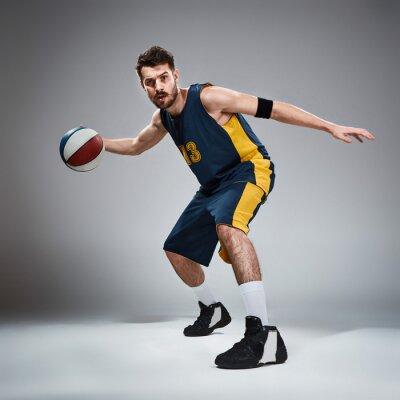 Наклейка Полная длина портрет баскетболист с мячом