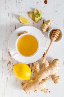 Наклейка Имбирный чай и ингредиенты на белом фоне дерева