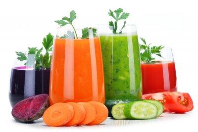 Наклейка Стекла со свежими овощными соками, изолированных на белом