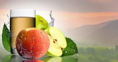 Наклейка Зеленое яблоко и персик с бокалом сока.