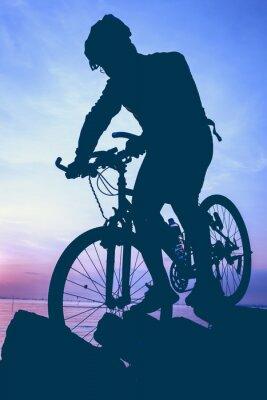 Наклейка Здоровый образ жизни. Силуэт велосипедиста езда на велосипеде на берегу моря.