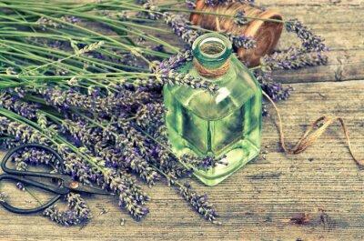 Наклейка Травяные масла лаванды со свежими цветами на деревянных фоне