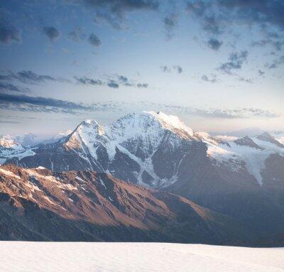 Наклейка Высокий горный пик во время восхода солнца. Красивый природный ландшафт в летнее время ..