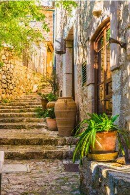 Наклейка Идиллический вид на средиземноморском деревенском доме и каменные лестницы