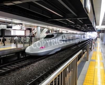Наклейка Япония скоростной поезд Синкансэн или на станции в Токио, Япония