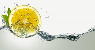 Наклейка Лимон и брызги воды.