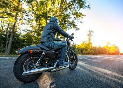 Наклейка Мотоциклист верхом измельчитель на дороге