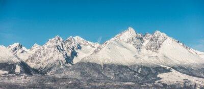 Наклейка Горный пейзаж, покрытые снегом высокие горы и голубое небо