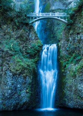 Наклейка Малтнома падает в Columbia Gorge