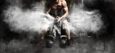 Наклейка Мышечная тренировка человека с гири в тренажерном зале