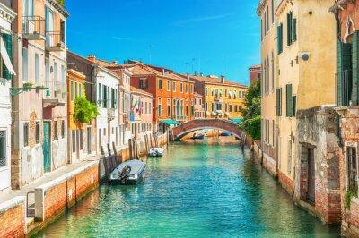 Наклейка Узкий канал в Венеции, Италия.