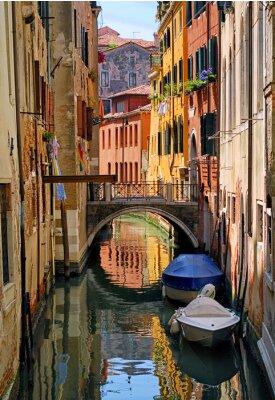 Наклейка улица Узкий канал в Венеции, Италия