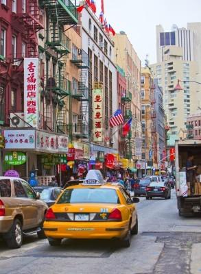 Наклейка НЬЮ-ЙОРК - апреля 18: Улица в Нью-Йорке