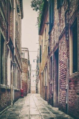 Наклейка Старый вид с улицы в Венеции, Италия.