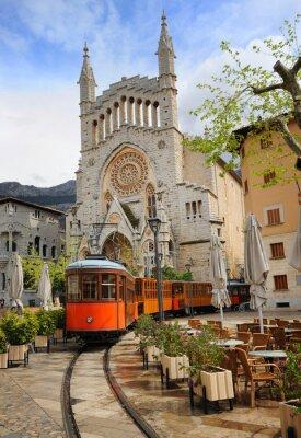Наклейка Старый трамвай в передней части собора Сольер, Майорка, Испания