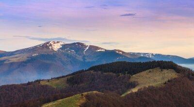Наклейка Панорамный вид на горный пейзаж в весенний период.