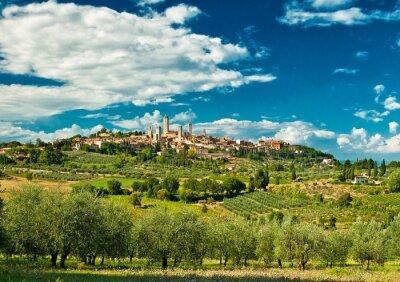 Наклейка Панорамный вид на Сан-Джиминьяно с виноградниками, один из самых красивых деревень Италии