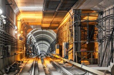 Наклейка Проходя вниз подземный туннель метро