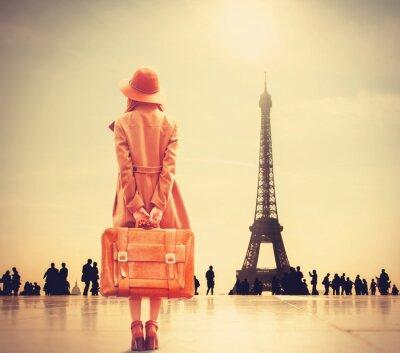 Наклейка Рыжая девушка с чемоданом
