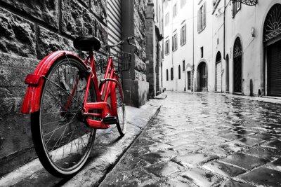 Наклейка Ретро старинные красный велосипед на мощеной улице в старом городе. Цвет в черно-белом