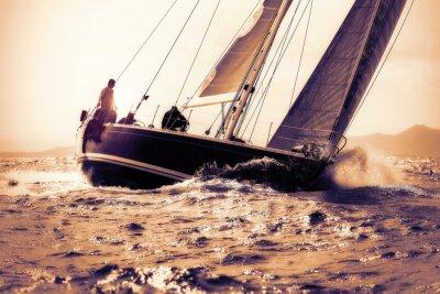Наклейка плыть на лодке под парусом на закате