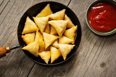 Наклейка Samosas - Популярные индийские фритюре закуски с начинкой картофеля и покрыты хрустящей корочкой