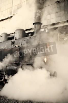 Наклейка Паровоз на железнодорожной станции, завернутый в облаке - старинные ретро тонировка