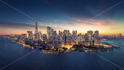 Наклейка Горизонт панорамы Нью-Йорка на восходе солнца. Манхэттен офисных зданий / skysrcapers на утро. Нью-Йорк панорамный снимок.