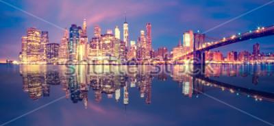 Наклейка Панорама центра Манхэттена в сумерках с небоскребами, Нью-Йорк