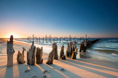 Наклейка Закат на берегу Балтийского моря и старый деревянный волнорез