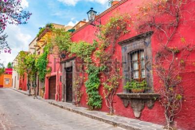Наклейка Красивые улицы и красочные фасады Сан-Мигель-де-Альенде в Гуанахуато, Мексика