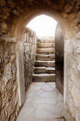 Наклейка Каменная стена с открытой дверью и лучей света за