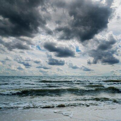 Наклейка грозовое небо над темным морем