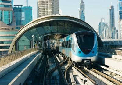 Наклейка треков метро в Объединенные Арабские Эмираты