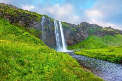 Наклейка Вода протекает через быстрым потоком