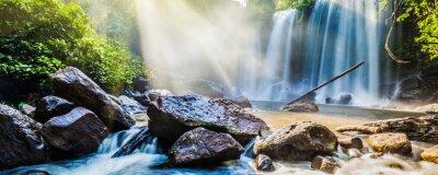 Наклейка Тропический водопад в джунглях с солнечными лучами