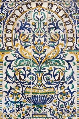 Наклейка Тунис. Кайруан - Zaouia Сиди Сахеба. Фрагмент керамической черепичной панели с цветочными и архитектурными мотивами