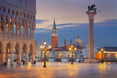 Наклейка Венеция. Изображение площади Сан-Марко в Венеции во время восхода солнца.