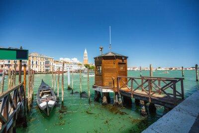 Наклейка Вид из гондолы во время езды по каналам Венеции я