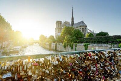 Наклейка Вид собора Нотр-Дам в Париже с известными замками любви