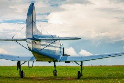 Наклейка Урожай легкий спортивный самолет в вечернем свете