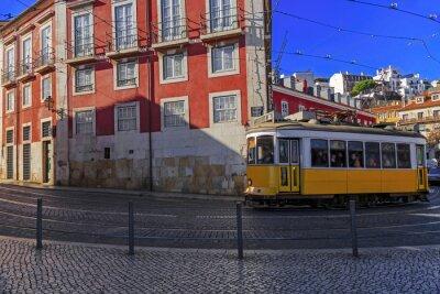 Наклейка Урожай Лиссабон трамвай на улице города