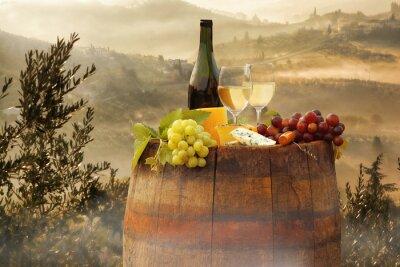 Наклейка Белое вино с барреля на винограднике в Кьянти, Тоскана, Италия