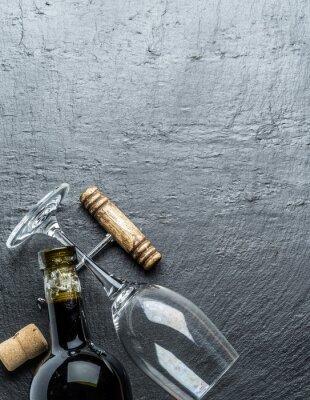 Наклейка Бутылка вина, бокал и штопор на графитовой доске.