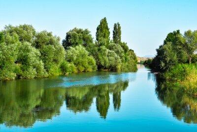 Наклейка Nehir suları ве ağaçların yansıması