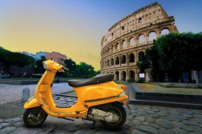 Наклейка Желтый старинные скутер на фоне Колизея