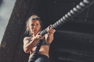 Наклейка Молодая атлетическая девушка в обучении